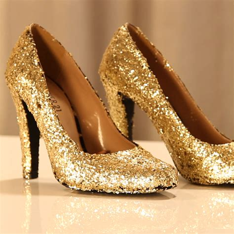diy sparkly shoes how to make glitter shoes popsugar fashion