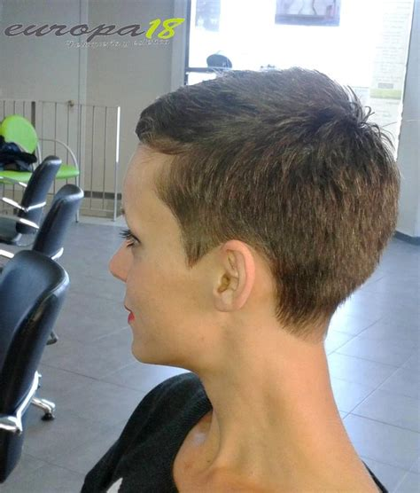 pixie haircut with a clipper 17 b 228 sta id 233 er om formell frisyr p 229 pinterest chinjonger