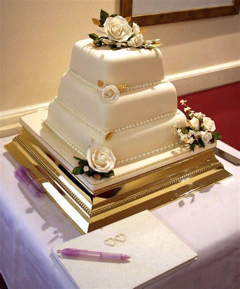 Hochzeitstorte Mit Foto by Hochzeitstorte Gold Bildergalerie Hochzeitsportal24
