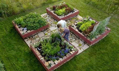 Raised Garden Beds Coops And Gardens Backyard Garden Layout