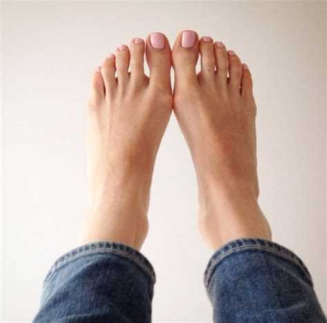 toe colors which toe nail colour works best for you make it look easy