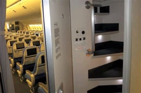 How Much Do Room Attendants Make by So There S A Secret Room On Airplanes For Flight