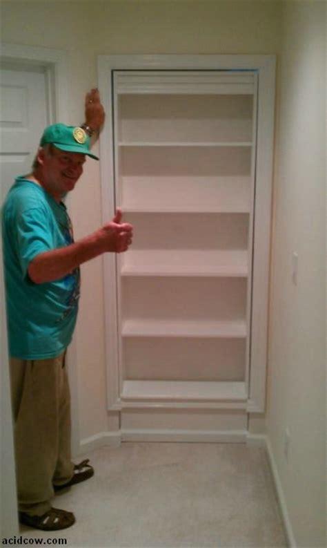 armo el estante   la vez una puerta oculta frikinet