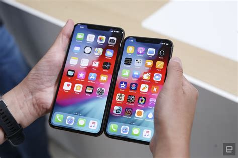 iphone xs  iphone xs max hands   engadget funkykit