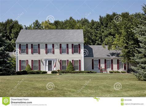 Haus Des Geldes by Haus Mit Kastanienbraunen Fensterl 228 Den Lizenzfreies