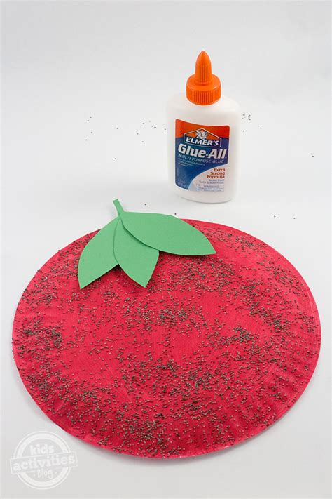 strawberry crafts for paper plate strawberry craft