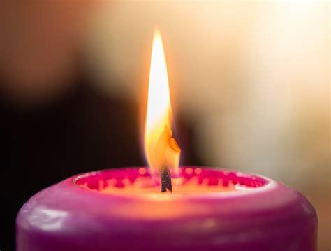 accendere una candela come accendere le candele i consigli per farlo nel modo giusto