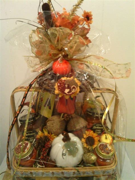 Gift Basket Decoration by 25 Best Ideas About Fall Gift Baskets On