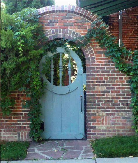 Garden Arch Gate Uk by Arched Gate With Quot Window Quot Casa Landscaping