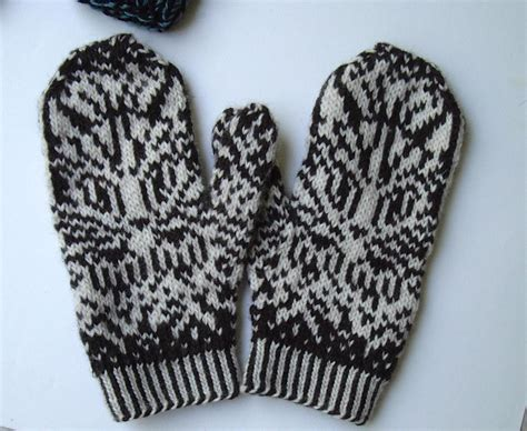 knitting pattern for mittens whiskers on mittens warm woolen kittens by smbelcas craftsy