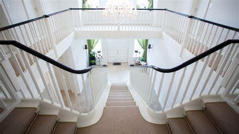 Treppe Galerie by Ein Gl 228 Nzender Auftritt F 252 R Die Wei 223 E Geschosstreppe