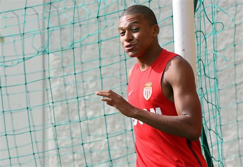 arsene wenger holds talks  kylian mbappe  arsenal move