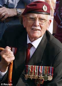 Arnhem remembered: Veteran heroes return to battlefield on