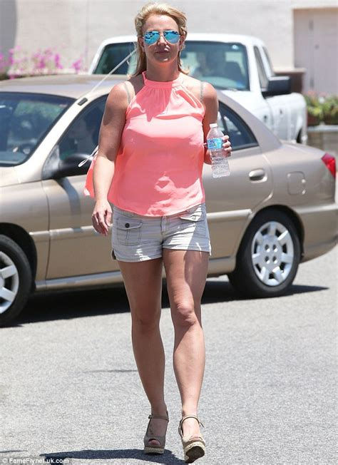 Britney Spears Shows Off Toned Pins As She Shops For