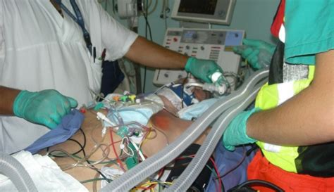 infermieristica pediatrica sedi trasporto con ambulanza di terapia intensiva di paziente