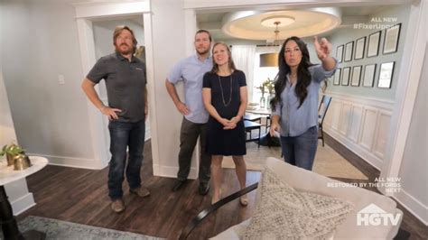 fixer upper client reveals what it s really like to be on joanna gaines reveals her wild side will she go off to