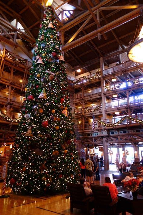 images of the christmas season at walt disney world