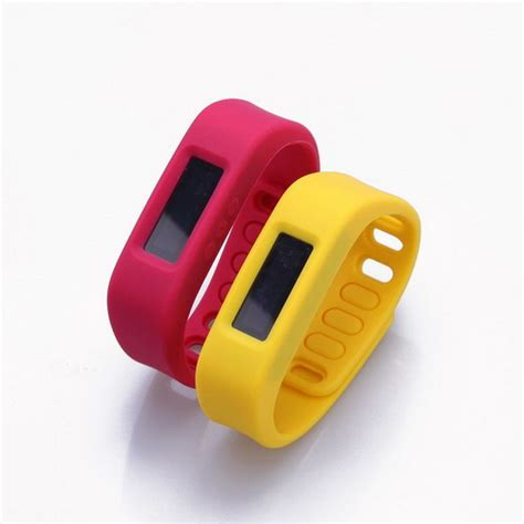 child gps tracker bracelet made of silicone material