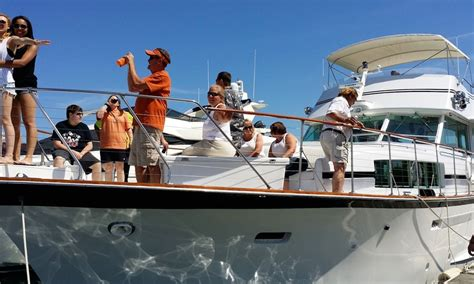 personal boat rental chicago chicago private yacht rentals burnham harbor getmyboat