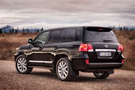 toyota land cruiser facelifted 2013 toyota land cruiser 5 7 v8 announced for