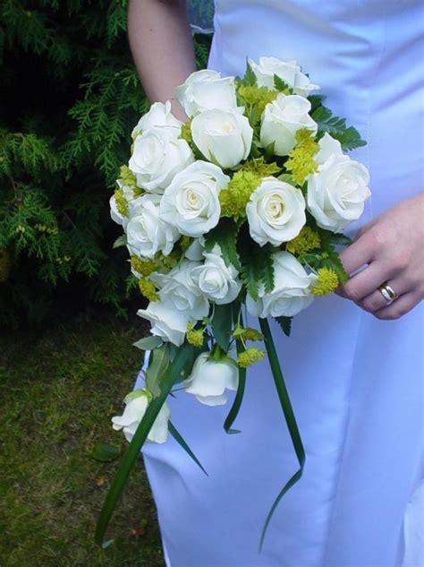 Wedding Bouquet Description by File Wedding Bouquet White Roses Jpg Wikimedia Commons