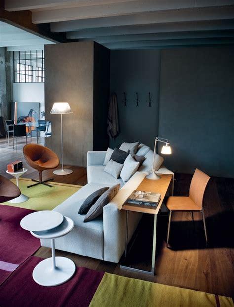 Ablage Hinter Sofa by Ein Sofa Mit Tisch Zanotta