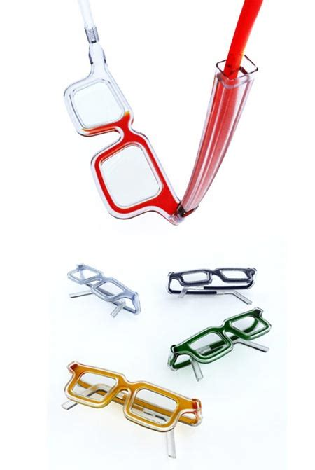 personalized chagne flutes custom chagne glasses change the color of your glasses with ink geekologie