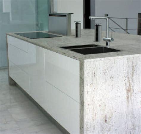 encimeras cocinas blancas cocina blanca con encimera de granito y extractor de
