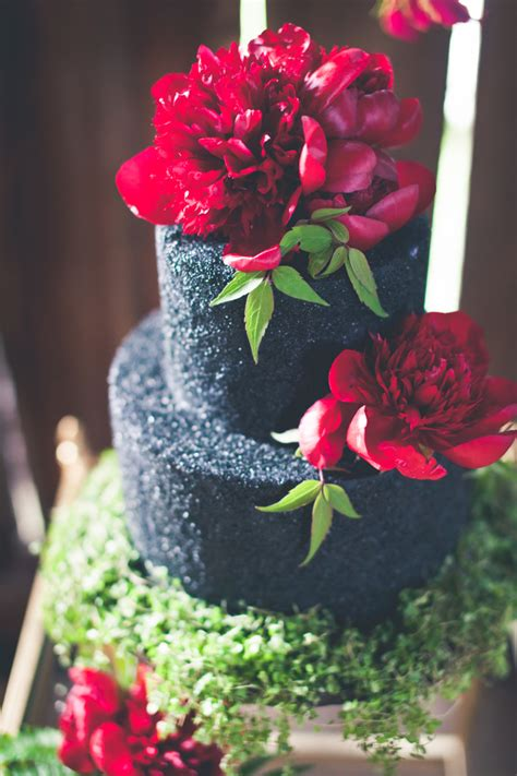 Black Wedding Cake Flowers by Flowers On Black Wedding Cake Elizabeth