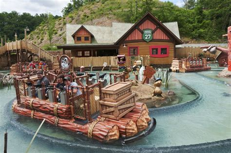 dolly boat ride 10 amusement and theme parks near nashville