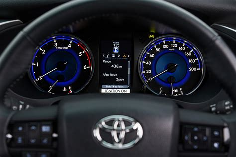 Toyota Hilux Speedometer مواصفات وعيوب تويوتا هايلكس 2016 Toyota Hilux Quot صور واسعار