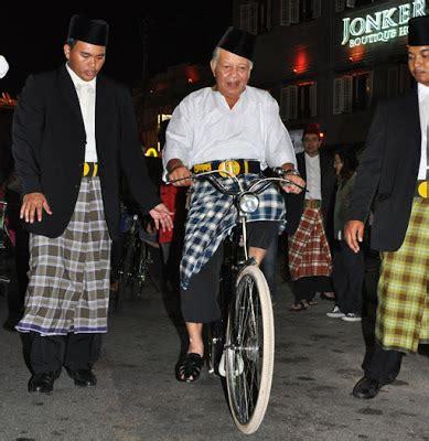 pakaian basikal basikal melaka tuan yang terutama tyt dan ketua menteri