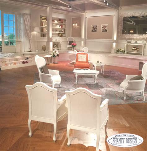 poltrone stile shabby chic mobili shabby chic di shanty design in tv la posta