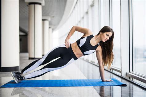 schmerzen im fuß beim liegen 3 220 bungen gegen schmerzen im unteren r 252 cken sportomed