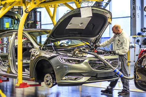 opel productions opel insignia grand sport rolls the assembly lines