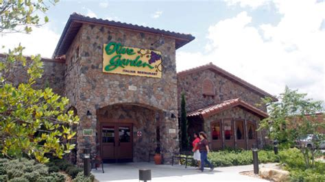 olive garden owner s profits fall after attempt to dodge