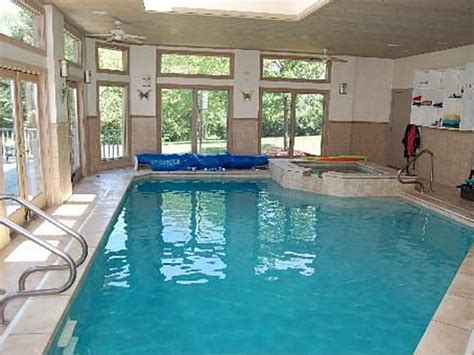 Kaos Inside Out Square 7 Tx Oceanseven house wow glass encased indoor pool in sprawling ranch orland park il patch