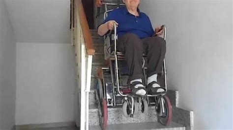 sedia saliscale teresina scende dalla da letto sul carrello sedia