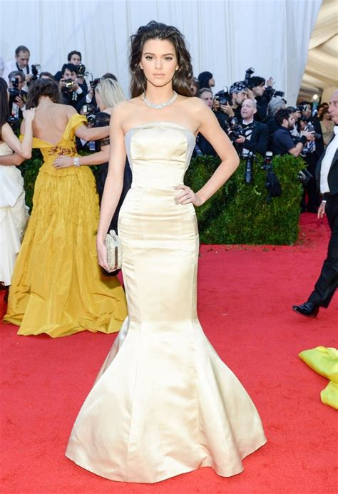 kim kardashian con un vestido de gucci morado y naranja los moda y celebridades los mejores vestidos del met gala