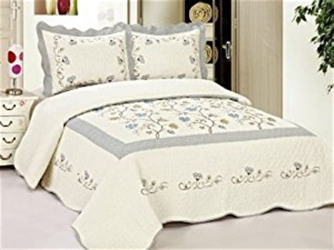 Quilted Bedspreads King Size King Size Quilted Bedspread Blue Flowers