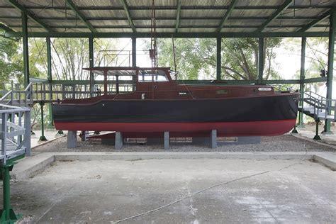 ernest hemingway fishing boat pilar ernest hemingway s fishing boat nautical naval