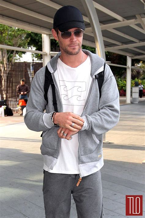 Chris Hemsworth Arrives at Sydney Airport   Tom   Lorenzo