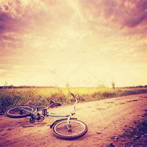 imagenes de paisajes vintage paisaje vintage con bicicleta fotos de stock 169 avgustin
