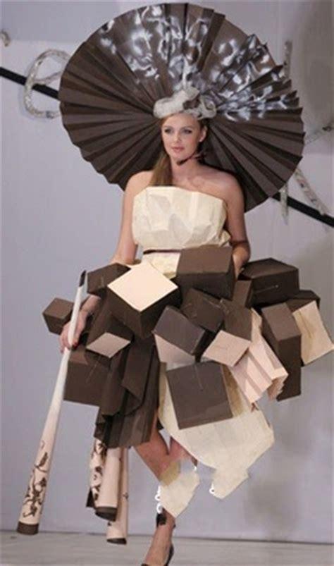 Fashion Baju Daur Ulang baju wanita dari kertas
