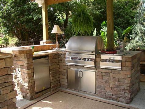 barbecue in cucina postazione cucina con barbecue esterna giardino
