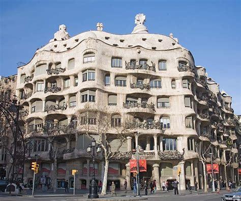 gaudi casa mila free tour barcelona gaud 205 runner bean walking tours