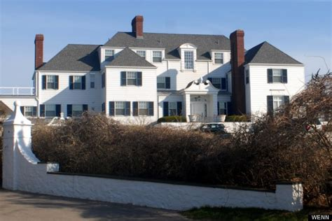 taylor swift parents house taylor swift pays 17m in cash for rhode island beachfront