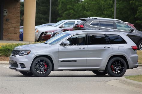 2018 jeep grand cherokee hellcat 2018 jeep grand cherokee trackhawk spied looks ready to