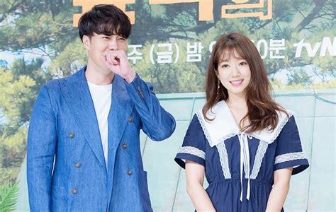 so ji sub reality show sikap bertolak belakang park shin hye so ji sub