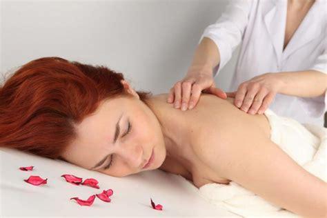 imagenes masajes relajantes pies conoce los 6 tipos de masajes y sus beneficios entre bellas